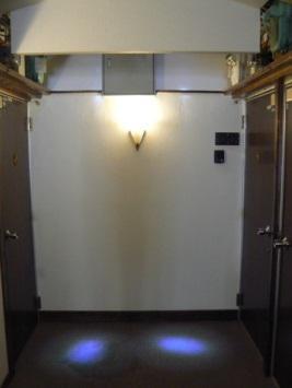 ロフト付きアパートの廊下照明