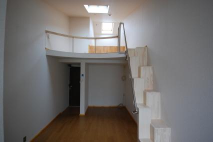 天井が高いロフト付きアパートB26