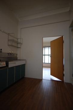 間仕切り壁のカスタマイズ キッチン側設置後