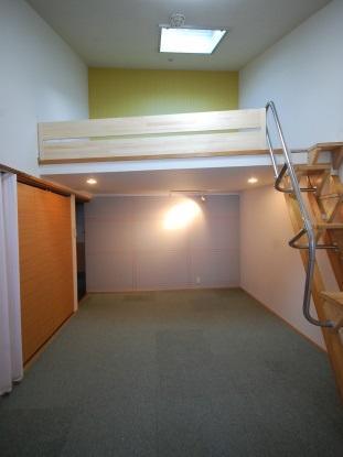 ロフト付き物件 ロフトとお部屋 新しいクロス貼りました
