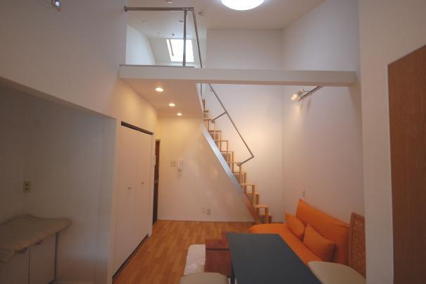 天井が高いロフト付きアパートc48