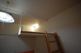 ベッドの読書灯がカスタマイズできるアパート