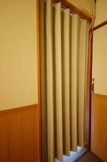 アコーディオンカーテンがカスタマイズできるアパート一例