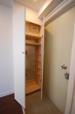 カスタマイズできるアパート 靴入れ作ったあと 扉を開けたとき