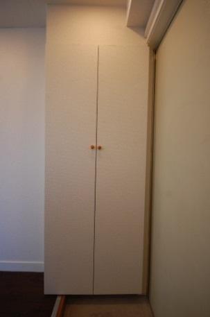 カスタマイズできるアパート 靴入れ作ったあと 扉を閉めたとき