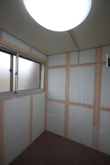 防音室付き古民家 防音室窓側 二重窓です