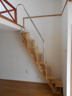 ロフトの階段手すり 取り付け完成