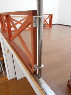 ロフトの階段手すり 上部の固定