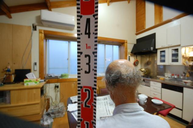 ロフトの天井高は1.4mで充分 身長1.78mの人でも座ったら1.3m弱程度