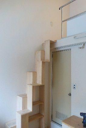 ロフトの階段の手すりの取替のために手すりを取り除いたところ