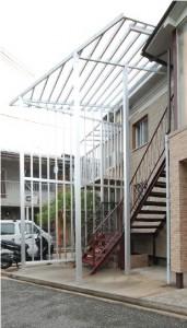 屋外階段の屋根