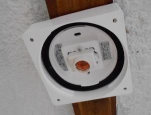ロフト付賃貸の廊下の照明をLEDに取り替え 機器本体の取付