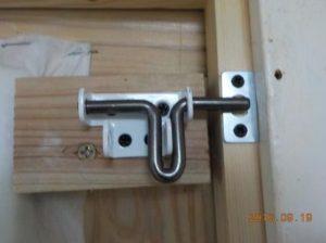 防犯システム 副室の扉のラッチ