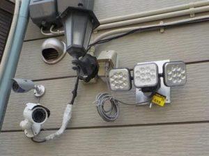 防犯カメラと防犯灯