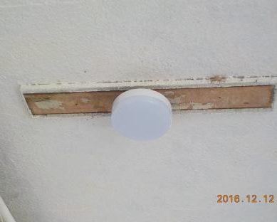 廊下灯のLEDに交換 LED取り付け