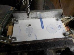 ドアをリフレッシュしてレバーハンドルに 化粧板の穴あけ