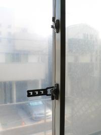 防犯アパートの窓 クレセントをもうひとつ
