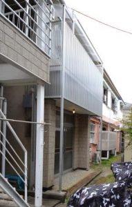 南向き角部屋ロフト付アパート入口とベランダ