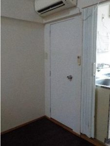 ロフト付アパート トイレドア工事後