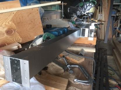 ベランダの自作新設 作業場で汎用型材を切断加工